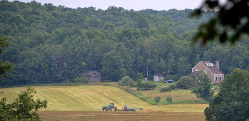 D70 4484 Vermont Farm and a Suspicious Odor